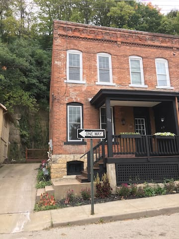 Cathedral district renovated home - Dubuque  - Maison de ville