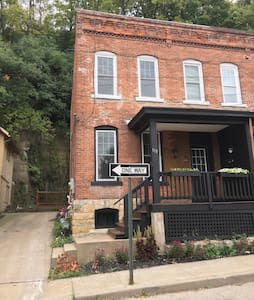 Cathedral district renovated home - Dubuque