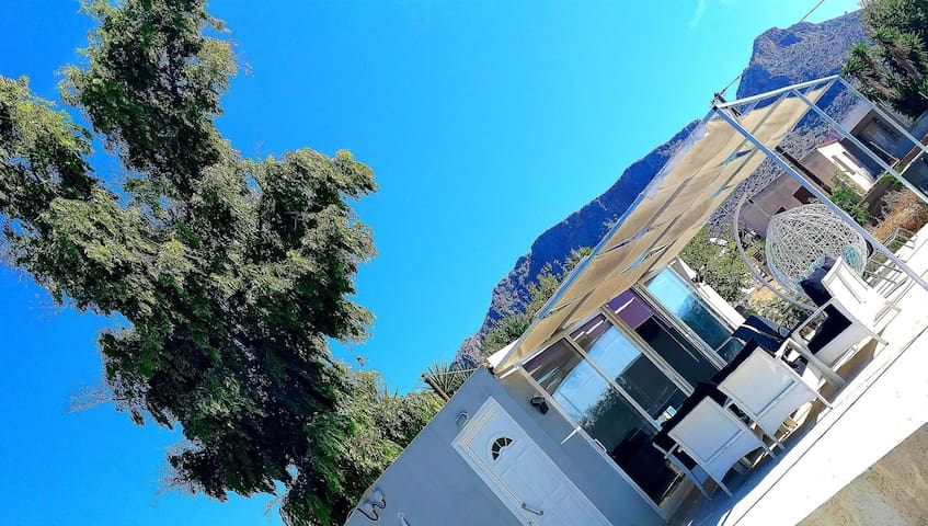 Village house 20min. from center 200meters f beach