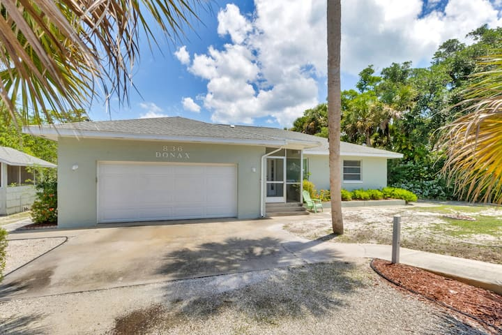 Large family ready home on Sanibel River-bike to the beach!