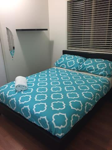 Friendly room in Molendinar!
