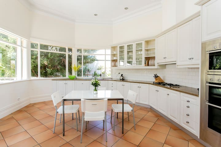 Character Family Home  - 5 bed, 2 bath - Dulwich - House
