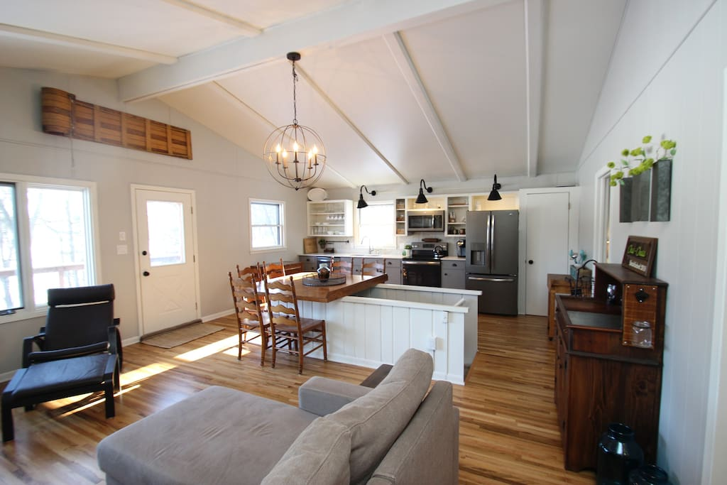 Open concept for great entertaining - Main Cabin