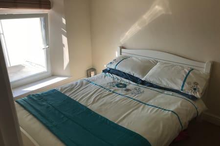 Double room in Swansea, close to uni, M4 & centre