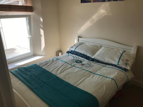 Double room in Swansea, close to uni, M4 & centre