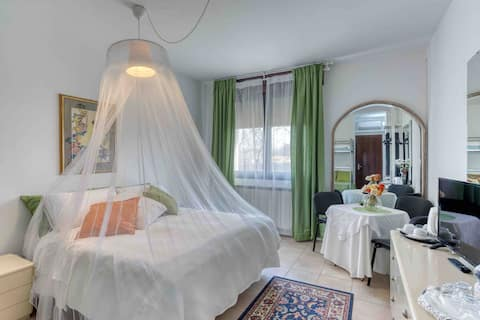 Garden of venice 4 bed king room.