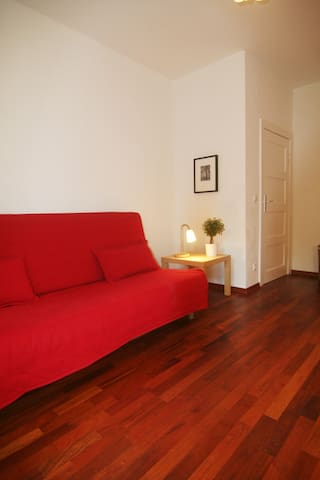Sweet cozy apartment-with parking space by request - Berlín