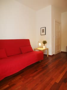 Sweet cozy apartment-with parking space by request - Berlin - Devremülk