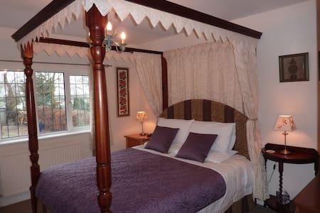 Maunditts House Bed & Breakfast - Little Somerford - Bed & Breakfast