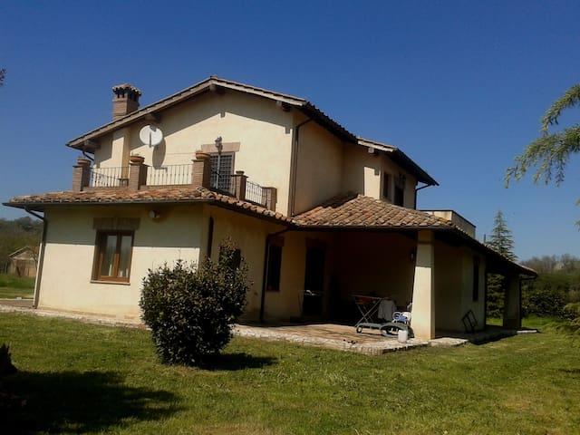 Stanza in Villa in Sabina - Borgonuovo - Villa