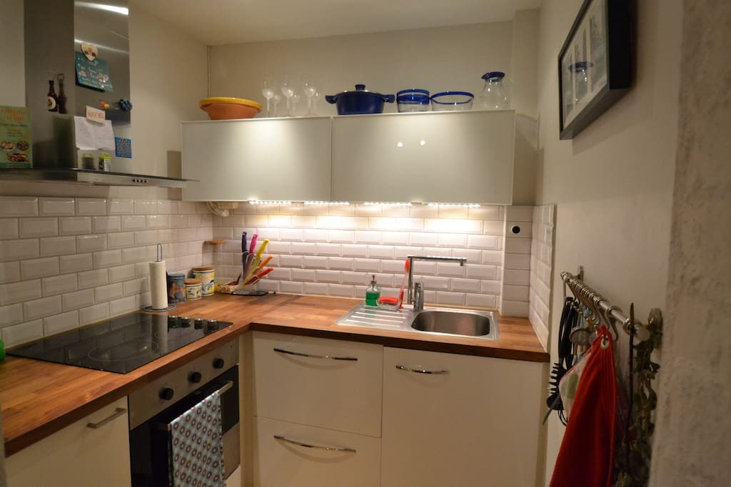 A cute kitchen with utilities and all you need to make dinner, breakfast or a snack!