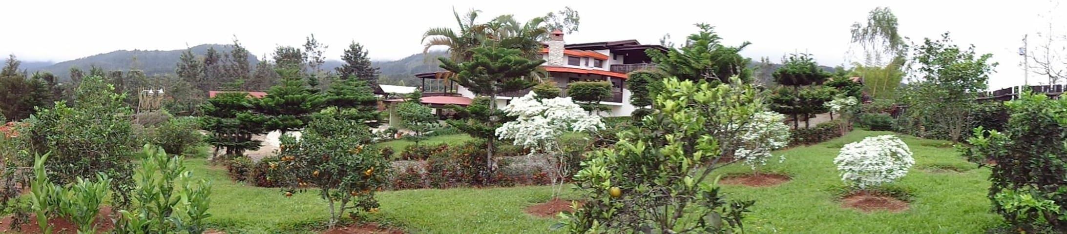 Manabao-Jarabacoa, Villa Neblina