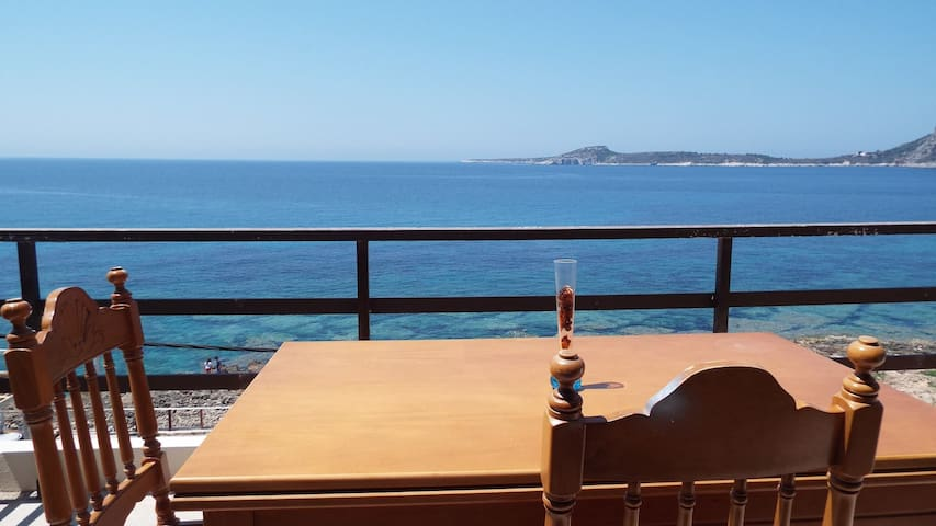 A beautiful apartment by the sea, excellent view