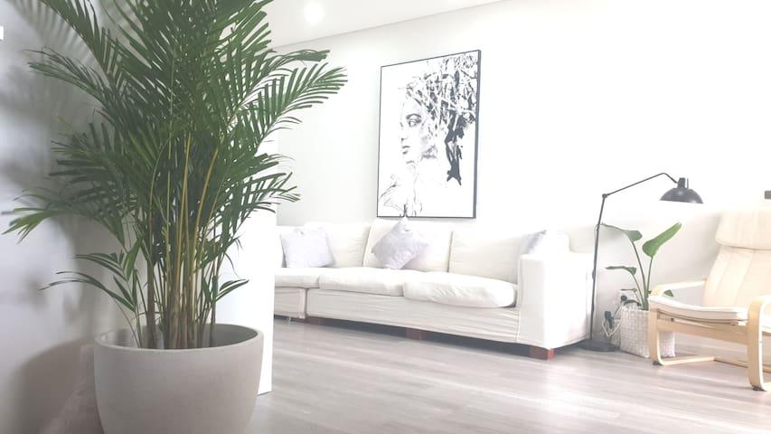Modern Beach apartment, close to Sydney CBD