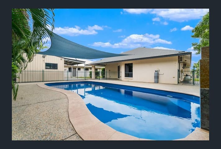 Beautiful spacious tropical home in lovely suburb