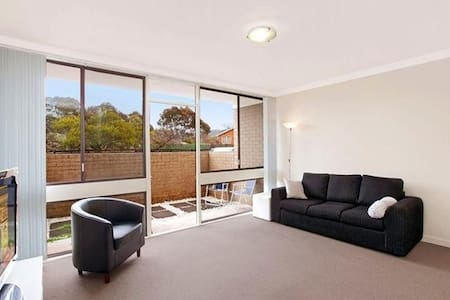 Modern clean apartment in Woden - great location - Lyons - Daire