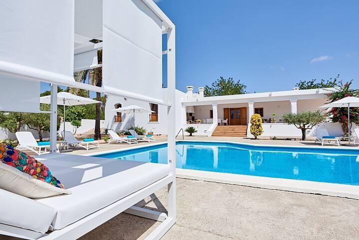 Casa con piscina en ibiza
