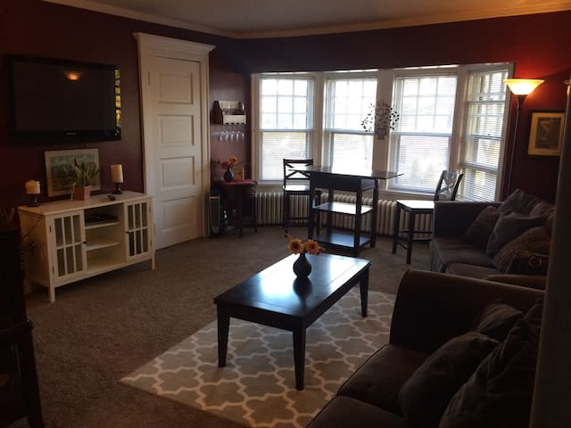East Milwaukee Mansion Apartment - Milwaukee - Lejlighed