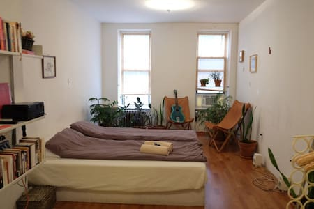 Sunny Studio in the Lower East Side - New York - Apartment