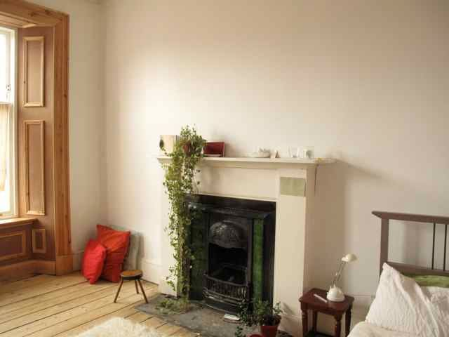 Big Bright room in Victorian Flat