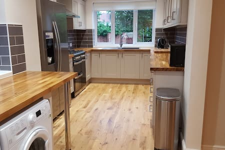 4 Bed House. Close to NEC/Airport/Train Station