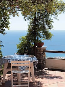 Double room, shared bathroom, in Moglio-Alassio - アラッシオ