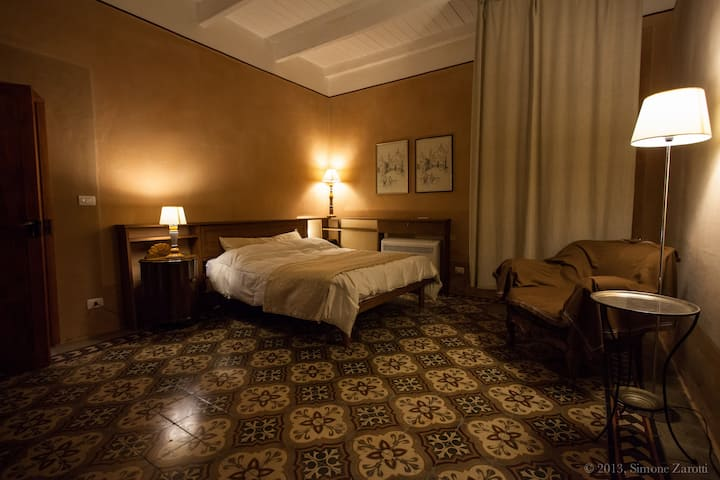 Piazza San Pantaleo  suite family  ( iun E8317 )