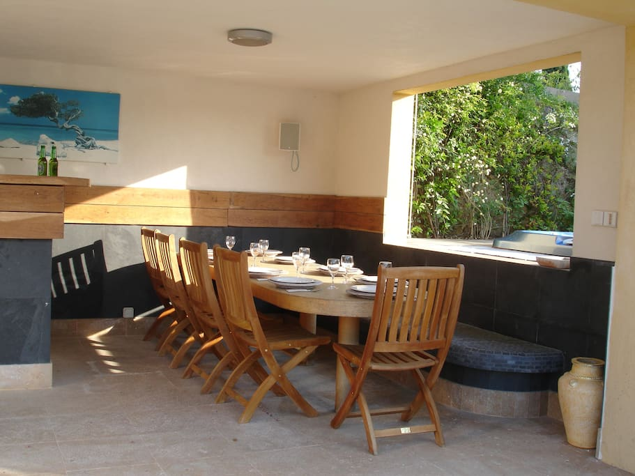Poolhouse dining area