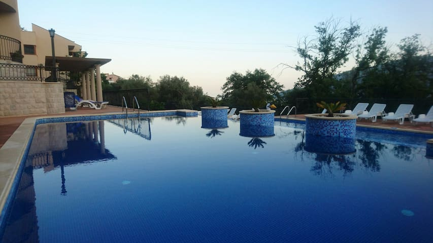 ADRIA apartment with pool and parking