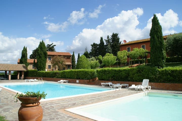 Spacious apartment furnished in Italian style in the hills