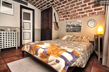 B&B1 IN STRATEGIC & BEAUTIFUL PLACE - Girona - Bed & Breakfast