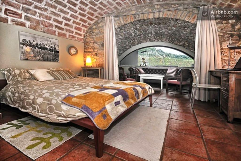 Habitación 35 m2 con lavabo    /    Room 35 m2 with bathroom