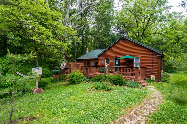 A Brookside Vacation Cabin