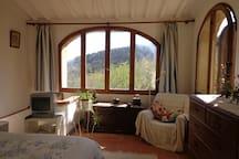 The bedroom looking out across the valley -  La chamber aver vue de la vallèe