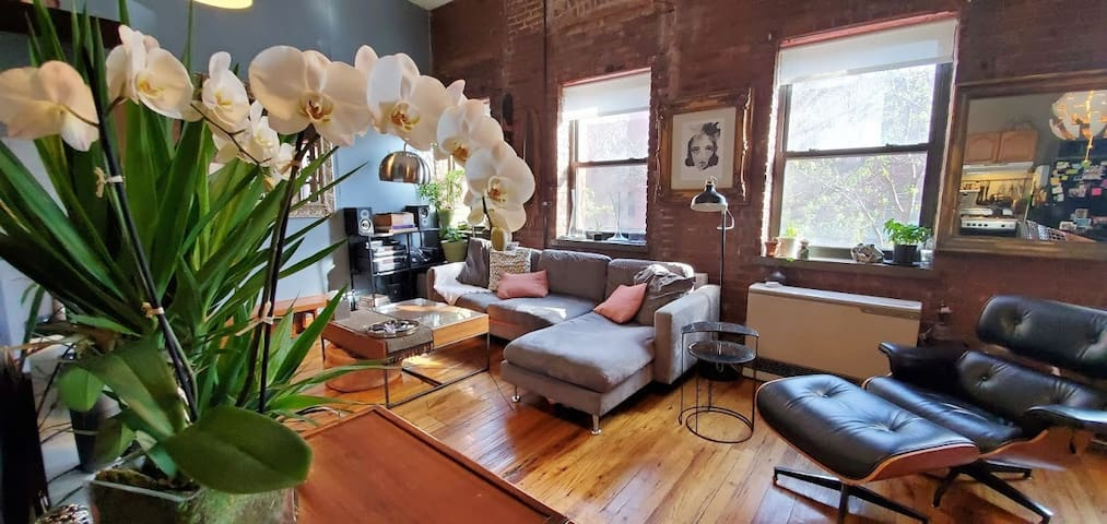 Great 1 Bedroom Loft in Cool SoBro Area