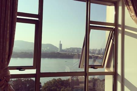 湘江边,正江景房,地铁口旁,混搭风格 - 长沙市 - Casa