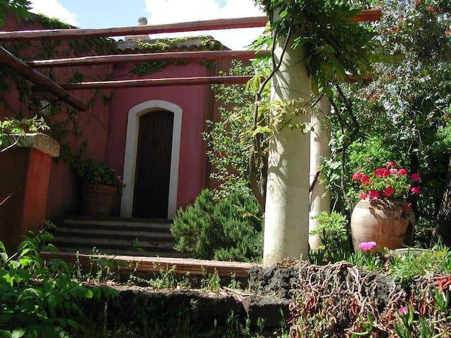 cosy tiny villa in Nicolosi/Etna - Nicolosi - Huvila