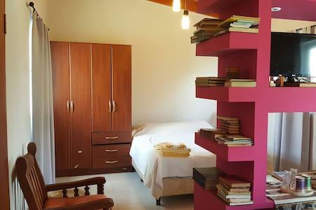 Cálida y familiar habitación privada - Salta - House
