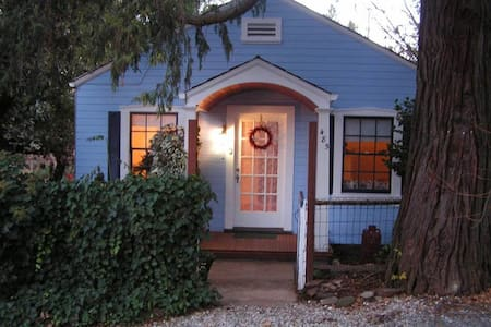 Cottage in Historic Downtown- - Murphys