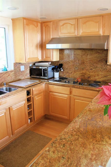 STATE OF THE ART KITCHEN WITH MAPLE CABINETS FLOORS  GRANITE COUNTERTOPS STAINLESS APPLIANCES