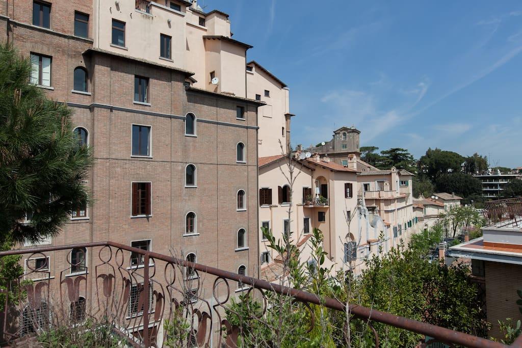 Attico con terrazza a ponte milvio appartamenti in for Airbnb roma