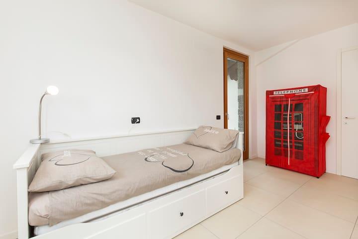 Single double bedroom at 2° floor.