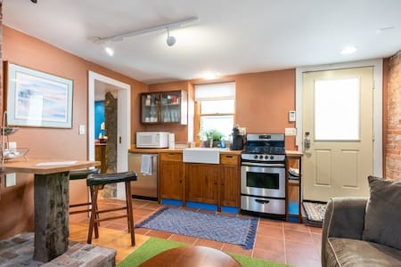 Charming apartment in Historic downtown Saratoga