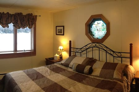 Private Room on Big Moose Lake - Eagle Bay - Bed & Breakfast