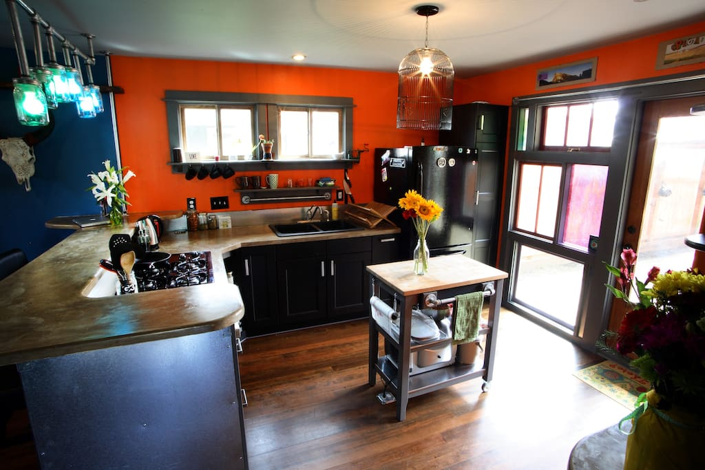 Lots of outside light streaming in through colored glass door; Full size appliances, fully stocked with all you need to make the dinnerplate magic.