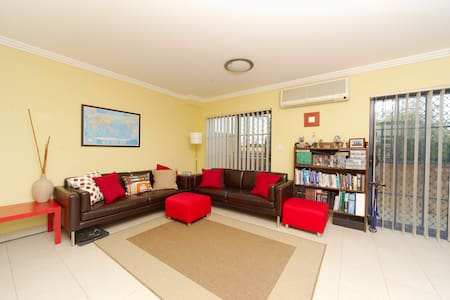 Spacious 2 bedroom split level flat - ครอยดอน พาร์ค - อพาร์ทเมนท์