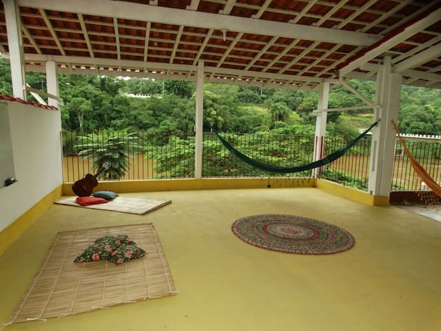 Casa com Linda Varanda no Centro Histórico - Iporanga - Rumah