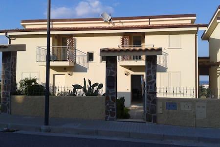 Villa bifamiliare a 500 metri dal mare - Badolato Marina