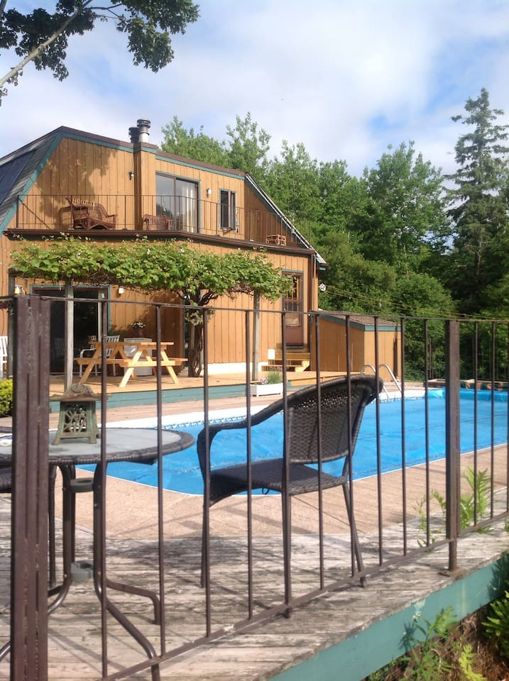 Water Views, Pool, Lush Meadows, Just minutes from Charlottetown, Pure Comfort and Relaxation!
