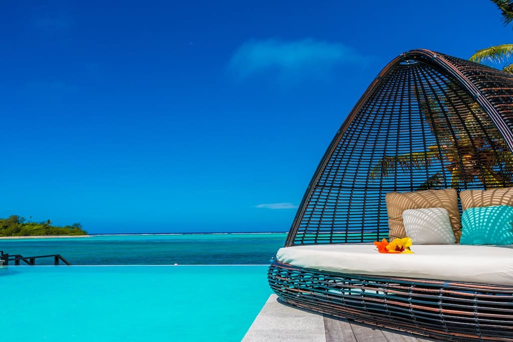 Bliss - choose between the daybed or the pool!